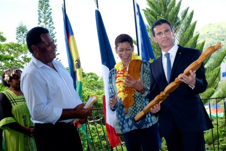 Le Premier minsitre et la ministre des Outre-mers à Hienghène