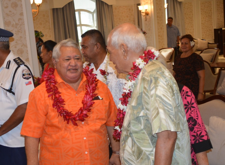 Le Premier ministre des Samoa,  Sailele Malielegaoi, (ici avec le roi Tufuga Efi) se félicite de l'ouverture du nouvel hôtel de luxe qui devrait permettre au pays de monter en gamme dans son offre touristique.