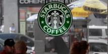 La cliente souligne que le café frappé est facturé plus cher que le café normal, chaud, à volume équivalent