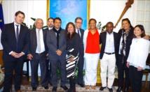 A cette réunion les sénateurs polynésiens ont pu retrouver Gilles Cantal, ancien secrétaire général du haut commissariat à Tahiti désormais en fonction au cabinet de la ministre de l'Outre-mer.