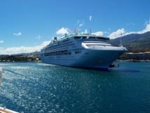 """Papeete : commerçants et artisans ouverts pour le """"Sea Princess"""""""