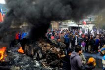 """Les pêcheurs de l'île chilienne de Chiloé manifestent pour réclamer l'aide de l'Etat face à la """"marée rouge""""."""