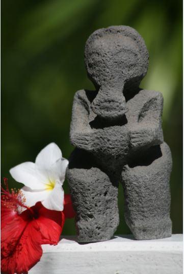 L'extravagant, l'abracadantesque tiki éléphant à la trompe caractéristique. Babar océanien, il portait chance aux pêcheurs, dit-on. Il a été découvert en 1982, dans la vallée de Hokatu.