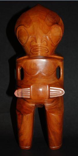 Le tiki Moke du British Museum (Londres), pièce contemporaine acquise il y a quelques années à Hane (Ua Huka). Il est très différent du moulage que nous avons pu photographier.