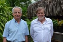 A droite, Jean-Pierre Servel, grand maître de la Grande loge nationale française. Il est ici avec Jacques Parot, grand maître du district international de la zone Asie Pacifique.