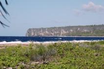 L'île de Makatea est un atoll surélevé dont la partie terrestre est composée d'un ancien récif corallien qui s'est retrouvé émergé. Makatea est entourée de falaises de 50 à 80 m de hauteur.