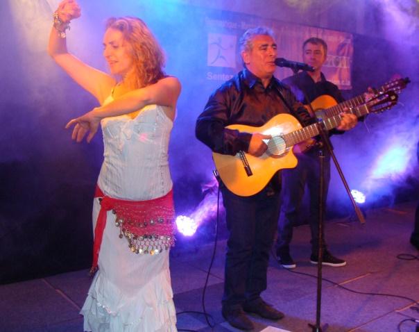Avant tout gitane, la musique de Gipsyland est parfois colorée de salsa, de samba et de rumba, mais aussi de flamenco.