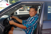 Ariimanarautaumaiterai Wang Cheoui au volant de sa nouvelle voiture