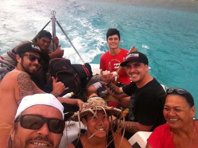 Une partie de l'équipe pendant le tournage dans nos îles.