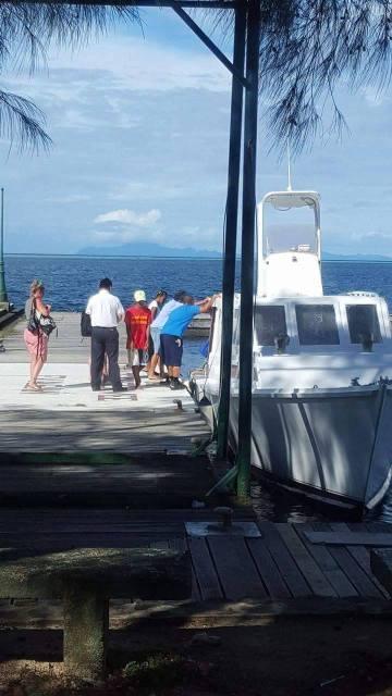 La compagnie a loué hier un bonitier pour transporter ses passagers de Raiatea