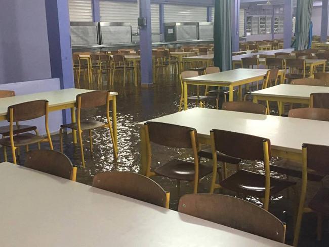 Réfectoire et cuisine sous les eaux (Photo Hotuarii Atani, Facebook).