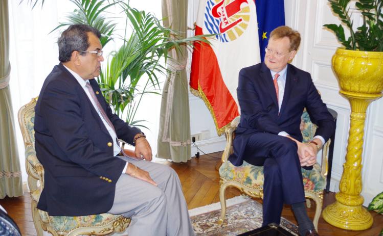 Edouard Fritch en compagnie de René Bidal, le nouveau haut-commissaire de la République en Polynésie française.