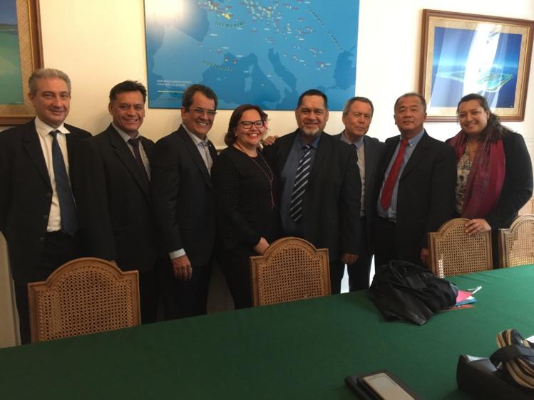 La délégation du Syndicat pour la promotion des communes en compagnie d'Edouard Fritch et de Maina Sage.