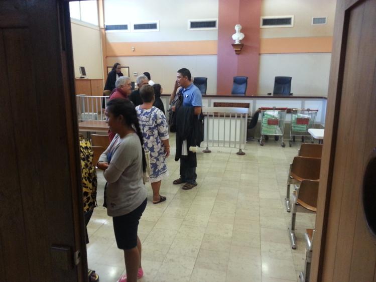 Des peines de 2 ans de prison avec sursis à 2 ans de prison ferme ont été prononcées contre la famille d'accueil maltraitante de Teahupoo.