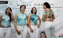 Un parti mexicain invite des femmes vêtues de bodypainting pour la clôture de sa campagne