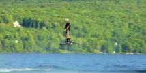 Un skateboard volant fait son show à la Cité des Sciences