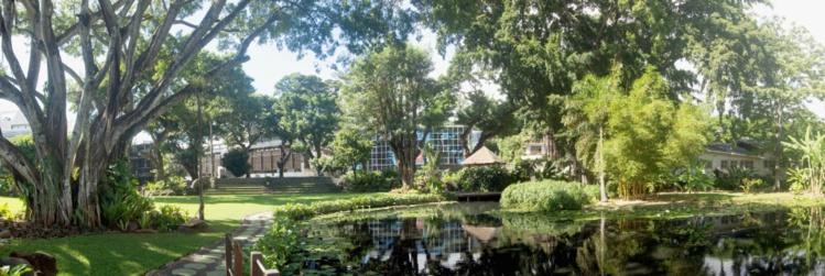 Vue panoramique du jardin de la reine, vue du fare potee.