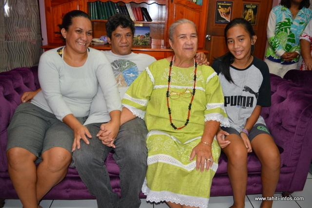 May Tahiata est âgée de 71 ans, elle a quatre enfants et 12 petits-enfants. Depuis la perte de son mari en 2014, May continue d'avancer dans la vie. Elle prend soin d'elle et fait de temps en temps de la marche pour rester en forme.
