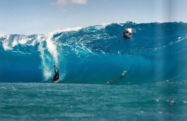 La passe de Taapuna est le terrain de jeu des surfeurs de l'extrême comme Matahiarii Tehahe, le chargeur de Sapinus