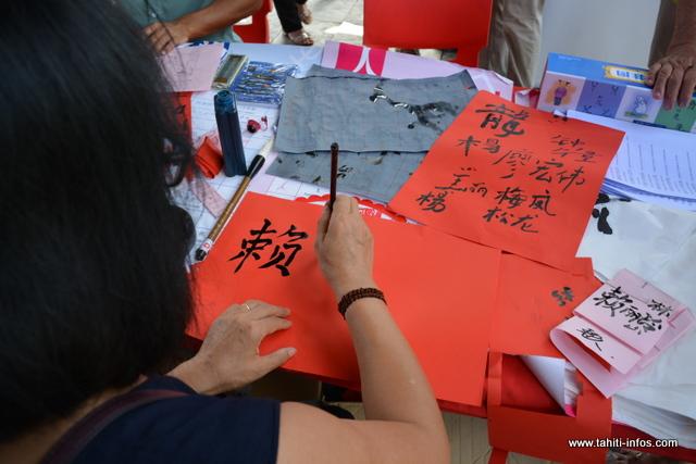 Pour celles et ceux qui souhaitaient écrire leur nom en chinois, l'atelier de calligraphie était la solution