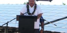 """Le premier ministre des Samoa assure que """"nous sommes devenus plus dépendants et comptons sur les énergies fossiles, mais elles sont également devenues plus chères et ont des impacts négatifs sur notre environnement. L'utilisation de l'énergie solaire est donc devenue importante pour l'humanité à cause de ces effets secondaires des énergies fossiles."""" (crédit photo : Samoa Observer)"""
