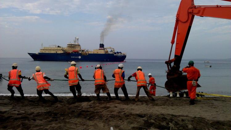 Le câble Honotua a été déposé en 2009 au fond de l'océan Pacifique par le navire câblier Ile de Ré.
