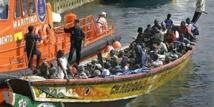 Indonésie: tir de sommation face à un bateau de migrants bloqué en mer