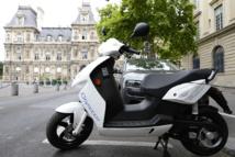 Les scooters électriques en libre service dès mardi dans les rues de Paris