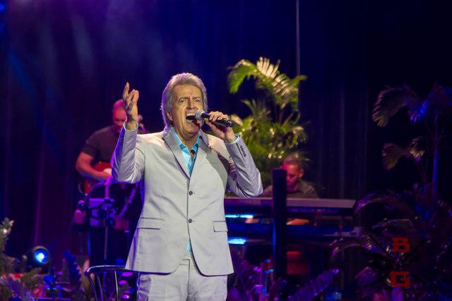 Gabilou sur la scène de l'Olympia le 16 avril 2017, à Punaauia le 29 juin