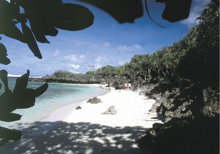 Une très belle plage dans la seconde calanque au sud-ouest de Naairoa.
