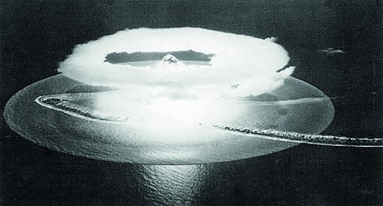 """2 juillet 1966 : """"Aldébaran"""",  1er essai nucléaire français à Moruroa (DR)"""