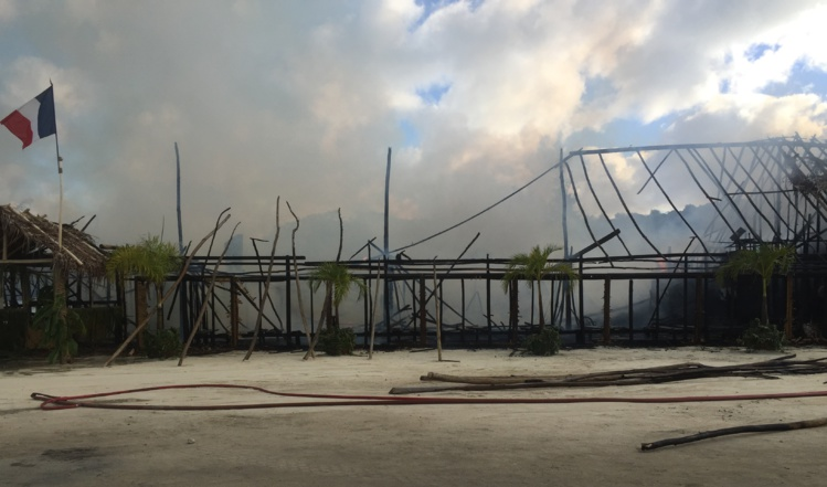 Une baraque foraine prend feu à Bora Bora