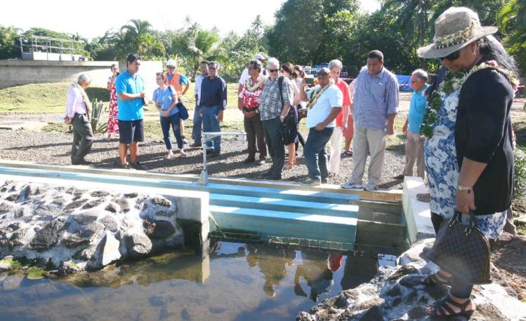 Les dirigeants polynésiens aux Tuamotu et aux îles Sous-le-Vent