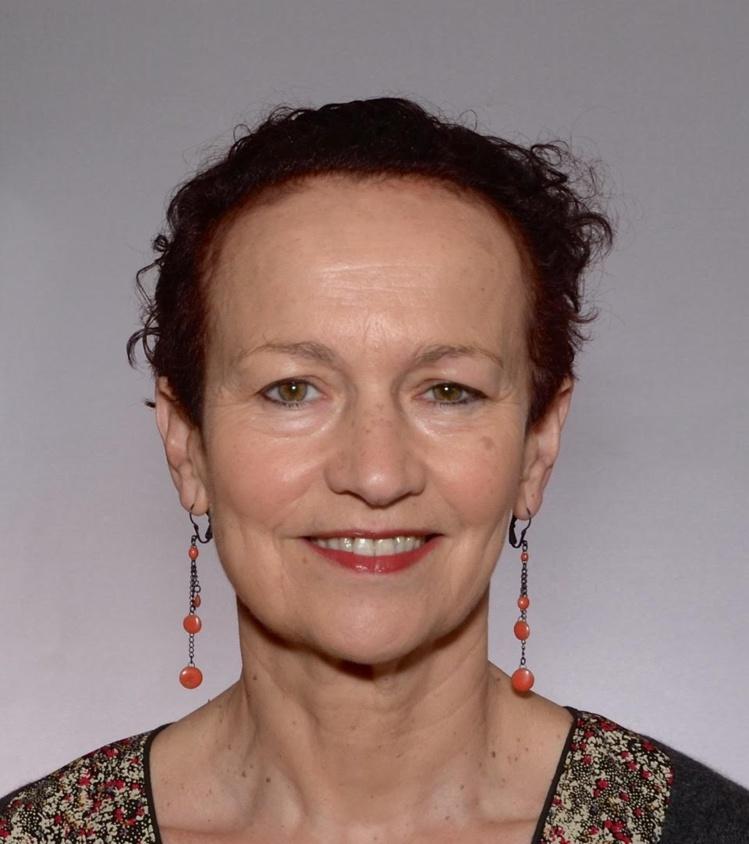 Cette formation est assurée par Yvonne Paire, spécialiste de l'anatomie du corps de la danse, qui enseigne notamment cette discipline au Conservatoire national supérieur de danse de Paris.