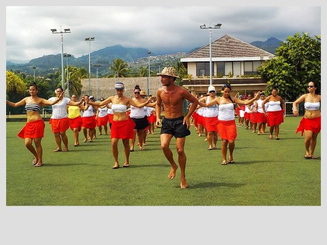 77 danseurs du groupe de Hura Tahiti Nui se produiront ce jeudi soir place To'ata.