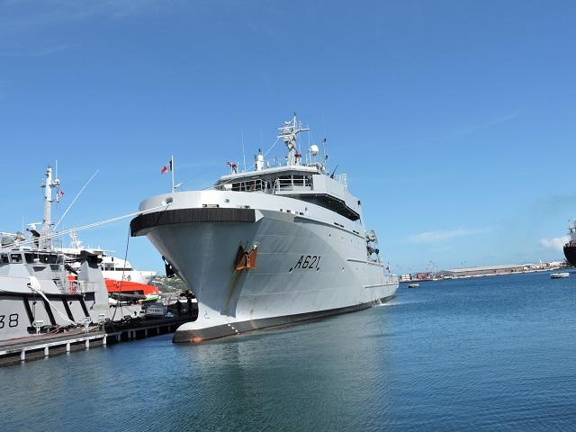 Trois bâtiments multi-missions ont été commandés par la Direction générale de l'armement au groupement d'entreprise Kership en 2013. Le premier qui est en escale à Papeete ira à Nouméa. Les deuxième et troisième B2M sont destinés à la Polynésie et La Réunion.