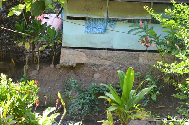 Avec le temps, les maisons se dégradent. Selon le maire de Mahina, le Pays envisagerait de tout remettre en état.
