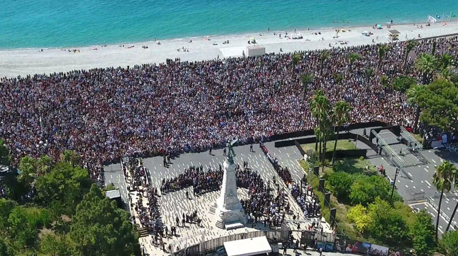 42 000 personnes étaient réunies ce lundi midi ( heure locale) sur la promenade des anglais à Nice