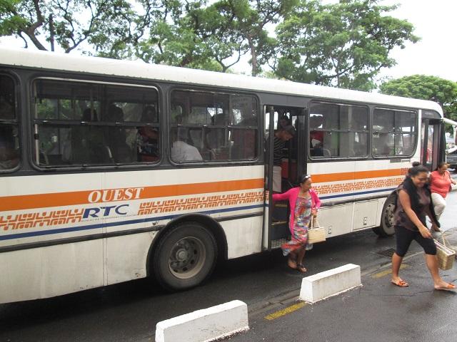 """Les trois délégations de service public sur Tahiti arrivent à échéance fin 2016. """"Le Pays prévoit de les prolonger d'une année dans l'attente de la défiscalisation de 10 bus en 2016 et de 20 autres en 2017"""", précise le CESC dans son avis."""