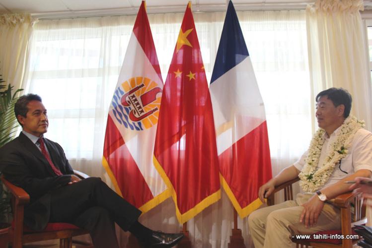 En observant la liste des présidents de l'Assemblée lors de sa visite, l'ambassadeur s'est étonné du nombre de présidents qu'il y a eu entre 2008 et 2009.