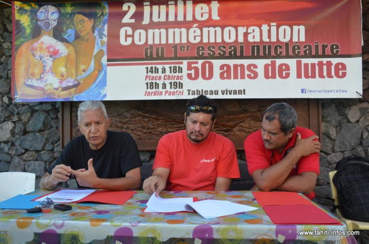 Roland Oldham et le Père Auguste, jeudi matin lors de la conférence de presse organisée par les associations Moruroa e Tatou et 193, au sujet du projet de modification du décret d'application de la loi Morin.