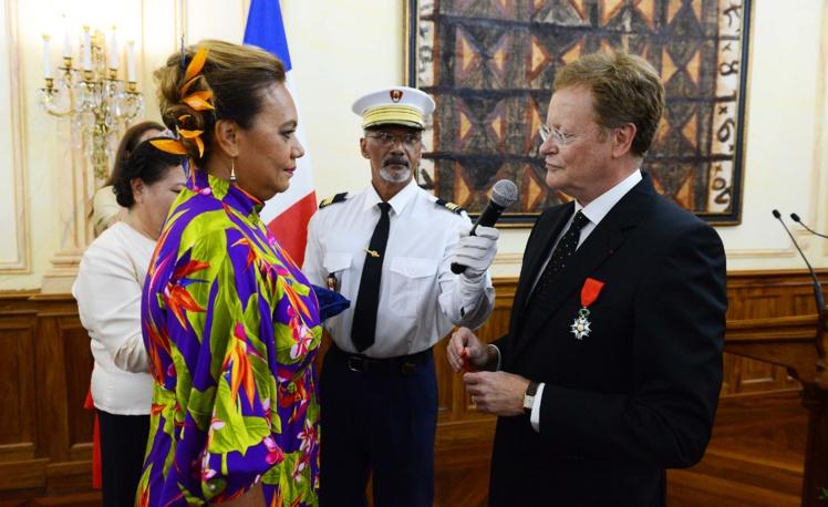 Remise de la Légion d'honneur à Sylvana Puhetini