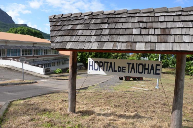 Seul centre hospitalier de l'archipel, l'hôpital de Taiohae accueille des patients de toutes les Marquises. Actuellement, il n'y a pas assez de personnel pour le faire fonctionner au meilleur de ses capacités.