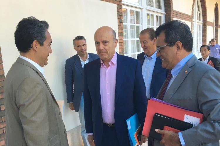 Marcel Tuihani s'est présenté es qualité président de l'assemblée, lundi à la présidence pour une réunion de travail organisée par le gouvernement avec Alain Juppé.
