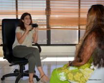 Julie Navarro en train de tester une actrice pour le rôle de la mère de Tehura
