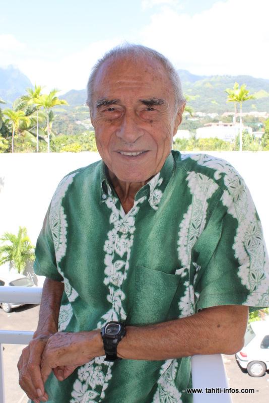 Raymond Bagnis est marqué au fer rouge par ses aventures de médecin, de la Mauritanie jusqu'à Tikehau, aux Tuamotu.