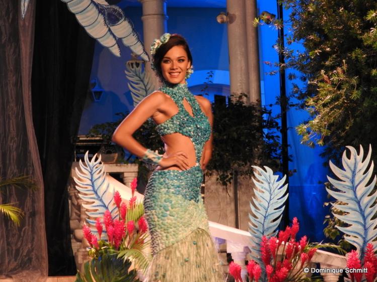 La magnifique robe végétale portée par Vaea Ferrand et réalisée par Maruia Holozet a remporté le premier prix.