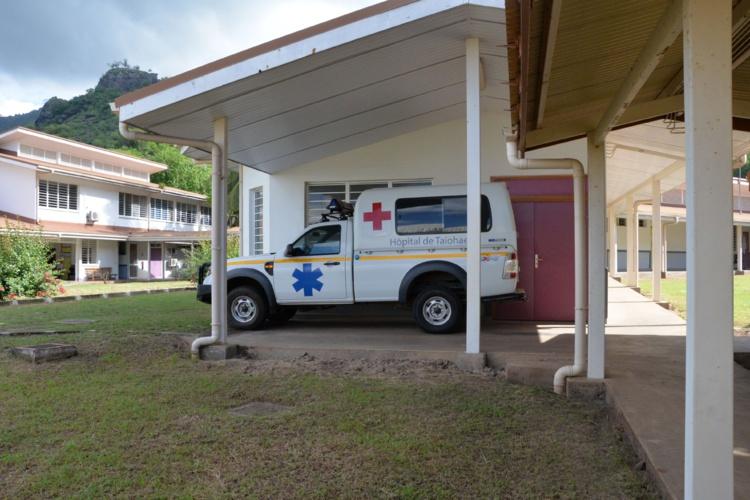 Le SAMU assure les allers-retours entre l'hôpital et l'aéroport, soit environ deux heures de route selon les conditions météorologiques.