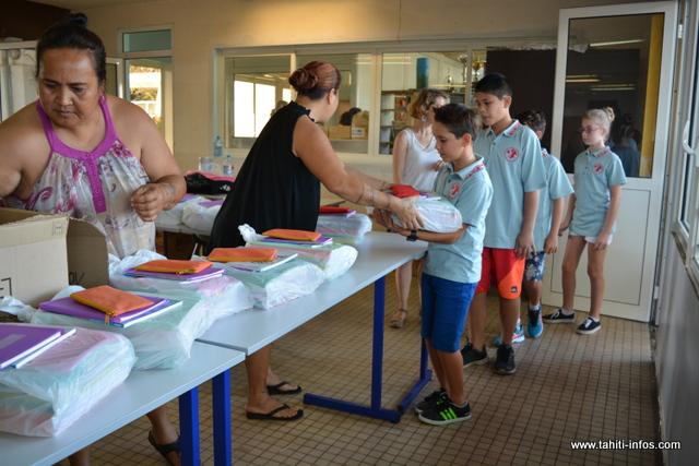 La coopérative distribue les fournitures scolaires