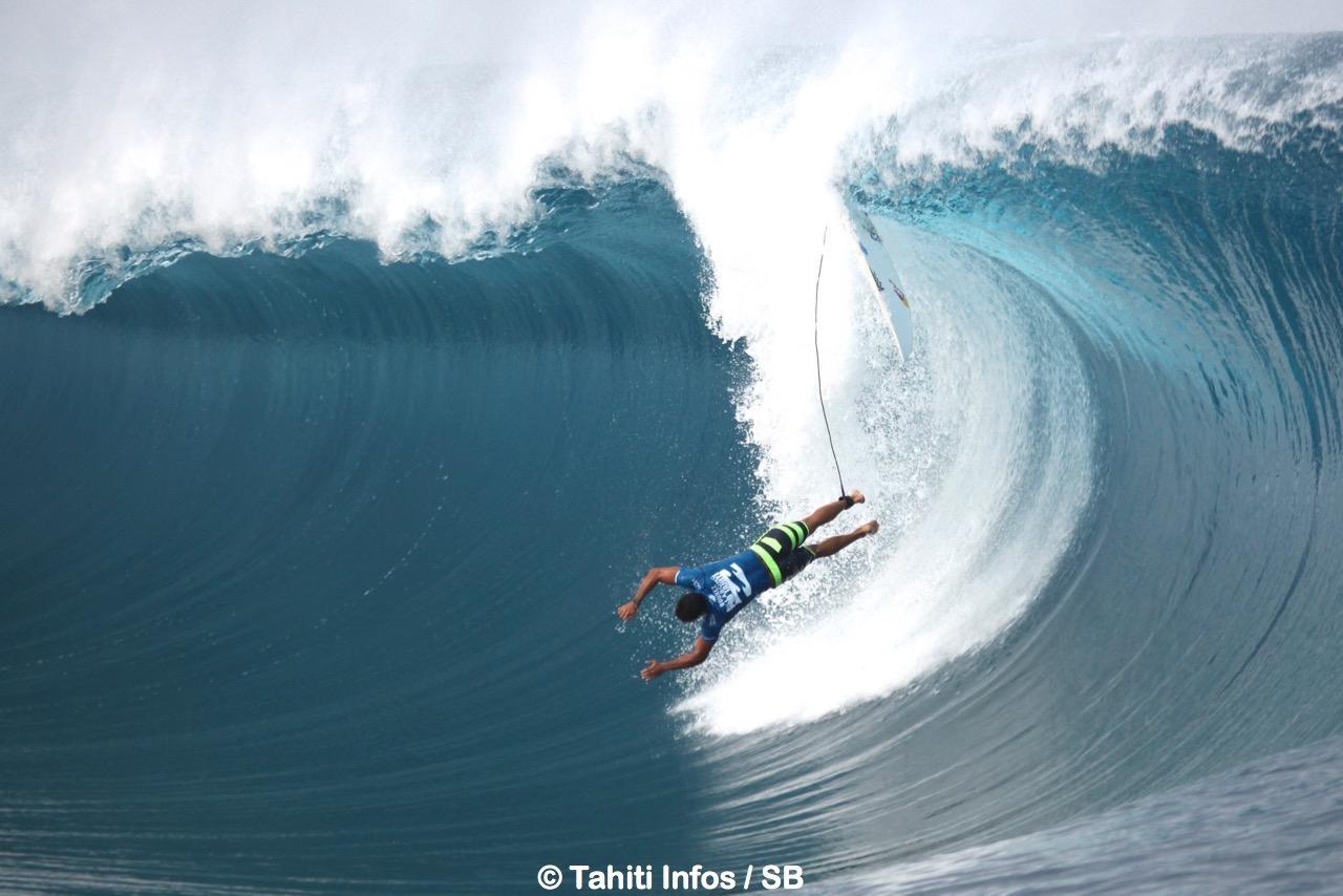 Michel Bourez avait failli arriver en quart  de finale à Teahupo'o en 2014